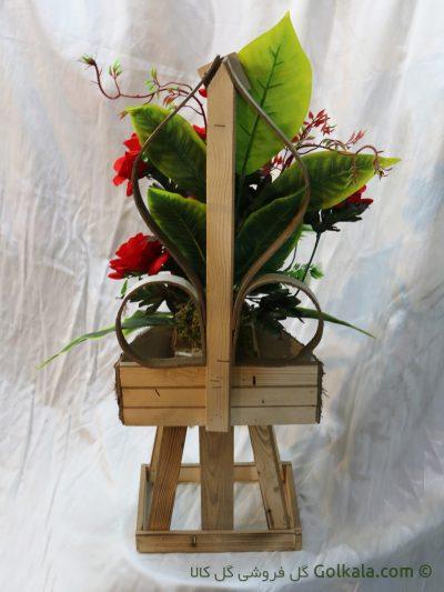 سبد گل زیبا با پایه چوبی