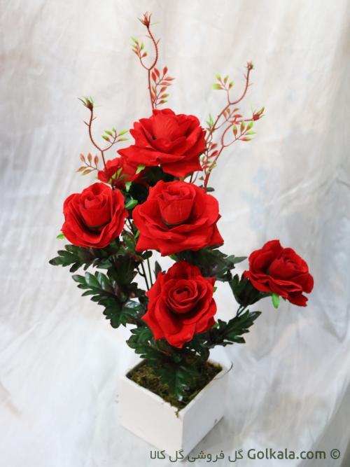 گلدان گل رز قرمز
