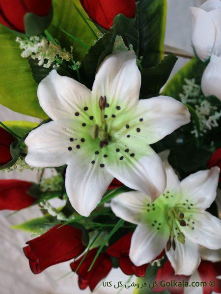 سبد گل غنچه رز و گل لیلیوم سفید