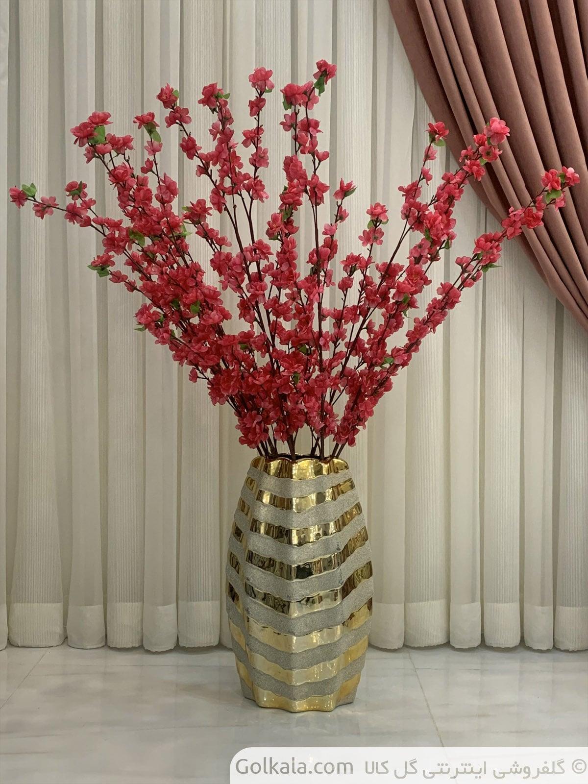 شکوفه قرمز گل کالا