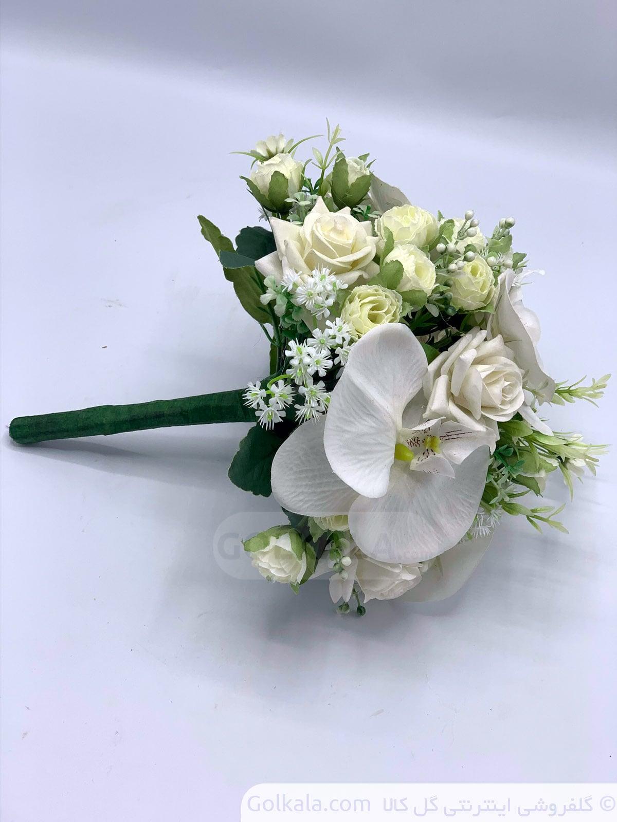 دسته گل سفید رز و ارکیده گل کالا